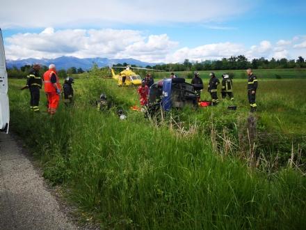 ROBASSOMERO-DRUENTO - Auto si ribalta lungo la Direttissima: due persone ferite - FOTO
