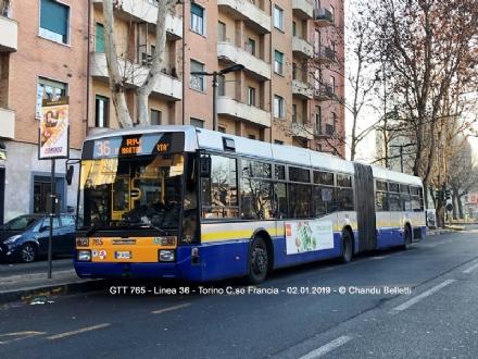 RIVOLI-COLLEGNO - Autobus strapieni, piccoli e in ritardo: protestano gli utenti del
