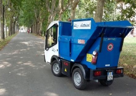 PIANEZZA - Operatore Cidiu trova uno zaino con 1.700 euro e materiale elettronico: lo consegna ai vigili