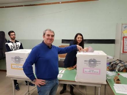 VENARIA - ELEZIONI 2018 - Il primo a votare è stato il sindaco Roberto Falcone