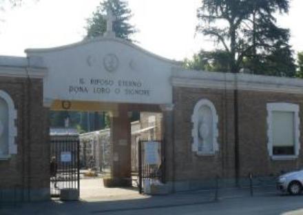 ALPIGNANO-RIVOLI - Fiori e lampade votive rubate nei due cimiteri