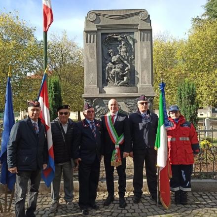 COLLEGNO - Al parco della Rimembranza le targhe ricordano la due Guerre Mondiali