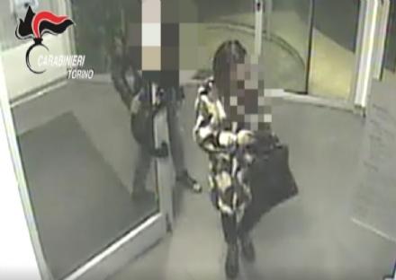 ZONA OVEST - Arrestata la «Mantide»: narcotizzava e rapinava gli amanti dopo averli sedotti - VIDEO