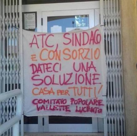 LA CASSA - Protesta contro sindaco e Atc per il caso di Loredana