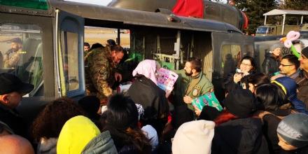 VENARIA - La Befana arriva alleliporto: tanti regali per i bambini - FOTO