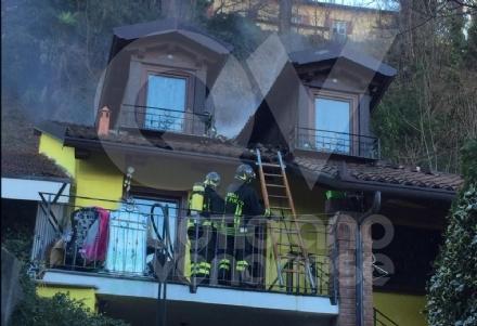 RIVOLI - A fuoco tetto e abitazione: proprietario rimane ferito dopo la caduta di una tegola