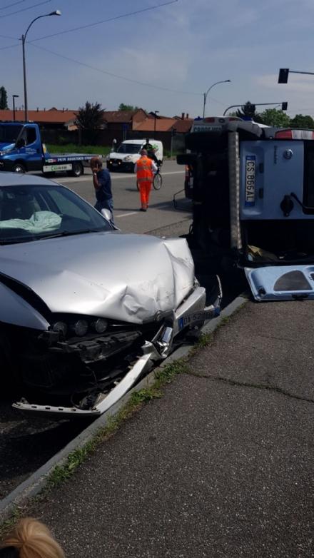 VENARIA - Due feriti nellincidente tra un Doblò e unAlfa in via San Marchese