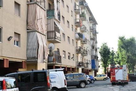 VENARIA - Le cantine vanno a fuoco in via San Marchese: 12 famiglie evacuate, 6 alloggi inagibili