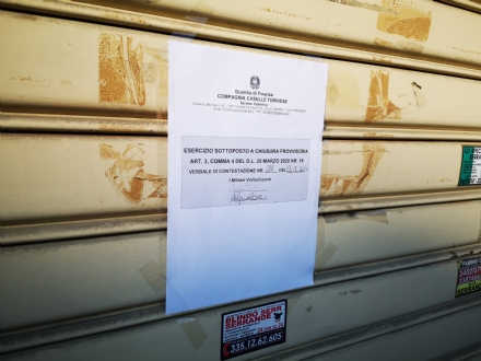VENARIA - Negozio di acconciature e pizzeria con dentro clienti nonostante i divieti: chiusure e sanzioni