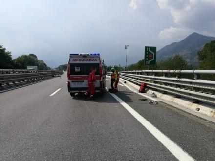 RIVOLI - Perde il controllo dello scooter e finisce contro il guard-rail e poi a terra: ferito