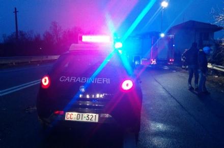 VENARIA - Litiga con la fidanzatina, sale sul viadotto della tangenziale e tenta il suicidio: salvato dai carabinieri
