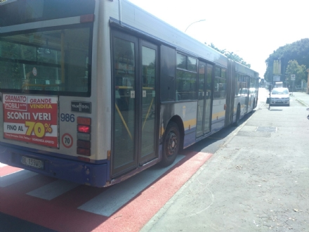 VENARIA - «I dossi di via Amati creano problemi per gli autobus»: la denuncia del sindacato Faisa Cisal