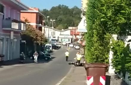 ALPIGNANO - Scontro tra auto e scooter in via Garibaldi: un ferito