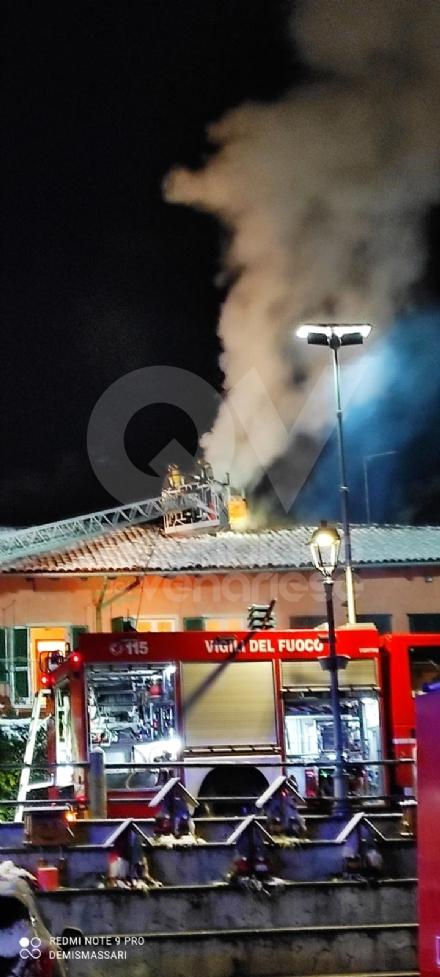 FIANO - Il camino va a fuoco: paura in unabitazione vicino alla piazza - FOTO