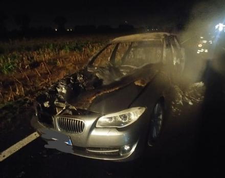 BORGARO - Paura in via Santa Cristina: auto prende fuoco mentre è in marcia