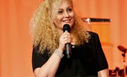 VENARIA - La venariese (dadozione) Anita Caso al «Festival della Canzone Italiana» a New York