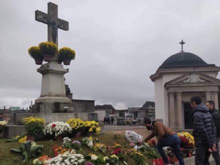 VENARIA - Casapound querela il sindaco Falcone per i fiori tolti al cimitero