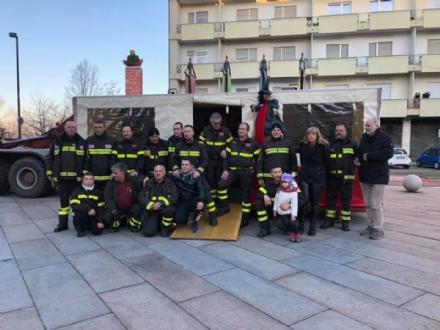 VENARIA - Vigili del fuoco per un pomeriggio: tanti bambini in piazza Vittorio con «Pompieropoli»