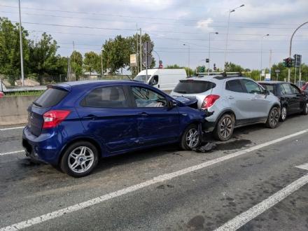 GRUGLIASCO - Tre feriti dopo il tamponamento a catena in corso Allamano