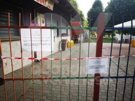CASELLE - Non rispettano le misure «anti Covid»: i carabinieri chiudono il chiosco del Prato Fiera