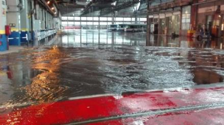VENARIA - Maltempo: allagati il deposito Gtt di via Amati, infiltrazioni dacqua alla Lessona