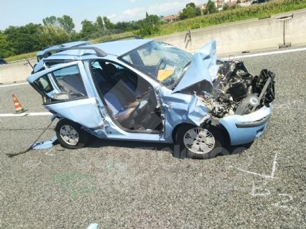 CAOS IN TANGENZIALE - Scontro fra auto, furgone e camion: tre feriti e code chilometriche