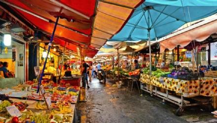 VENARIA - Torna il mercato: il mercoledì e venerdì in piazza De Gasperi. Tutte le info utili