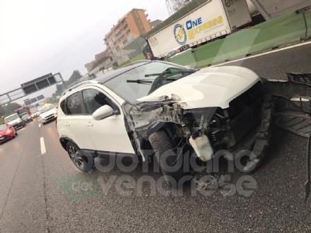 COLLEGNO - Scontro fra tre mezzi in tangenziale: una donna rimane ferita