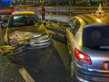 RIVOLI - Incidente in tangenziale: auto a gpl perde il carburante. Pompieri evitano lesplosione