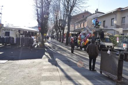 VENARIA - Saltano due dei tre mercati natalizi straordinari: la delusione degli ambulanti