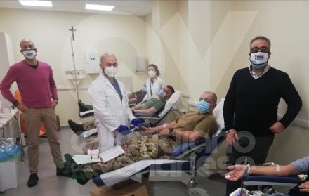 VENARIA - Missione compiuta: i militari dellAves Toro hanno donato il sangue allAvis