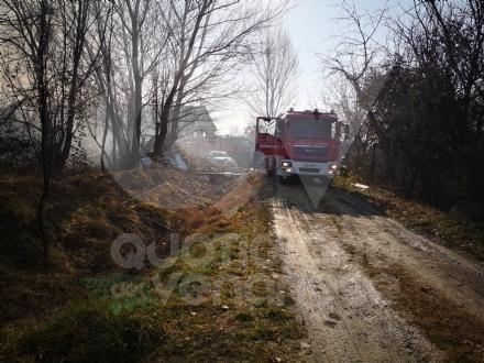 COLLEGNO - Incendio in un cascinale vicino alla statale 24