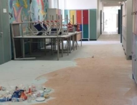 COLLEGNO - Partiti i lavori nelle aule della Gramsci dopo il raid dei vandali