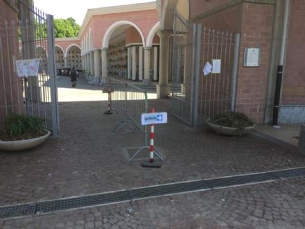 VENARIA - I cimiteri aperti tutti i giorni, con ingressi e uscite differenti