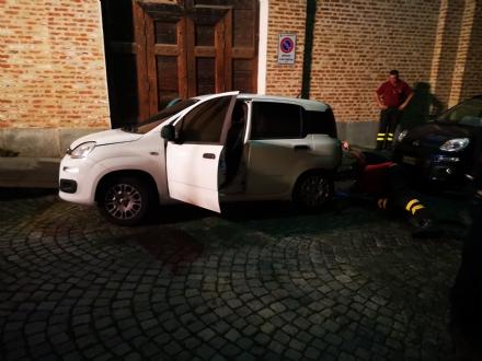 VENARIA - Auto in fiamme in via XX Settembre