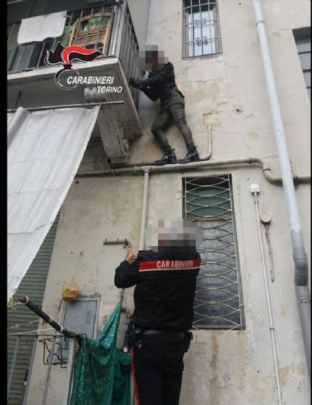 TORINO-BORGARO - Ladre acrobate arrestate dopo il furto in appartamento «in trasferta»