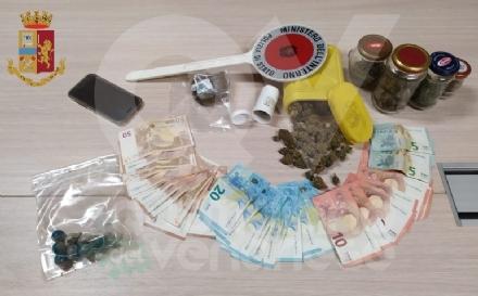 COLLEGNO - Vede i poliziotti e scappa: a casa trovati marijuana e hashish. 26enne arrestato