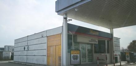 DRUENTO - Cinque negozi presi di mira dai ladri: indagano i carabinieri