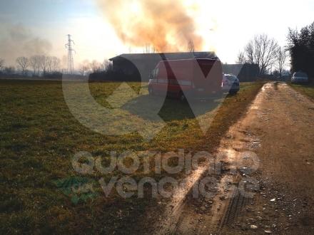 COLLEGNO - Incendio nel cascinale: giudicato inagibile un basso fabbricato