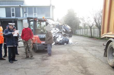BORGARO - Irregolarità nella ditta di stoccaggio rifiuti, i civich denunciano i responsabili