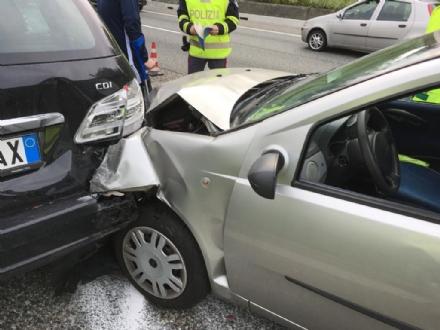 COLLEGNO - Incidente stradale sulla tangenziale nord di Torino: tre feriti in ospedale - FOTO