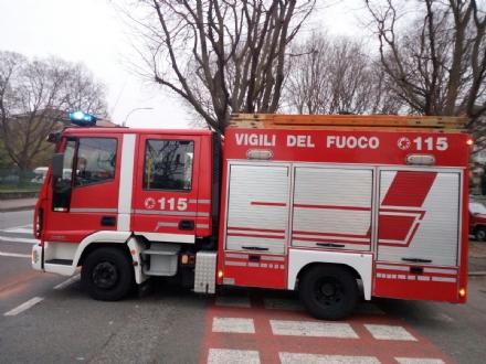 VENARIA - Fuga di gas in via Amati: vigili del fuoco in azione