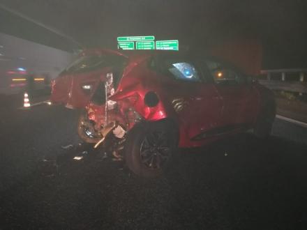 RIVOLI - Incidente in tangenziale: una macchina prende fuoco. Quattro persone rimaste ferite