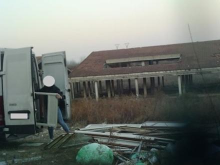 BORGARO - Pizzicati dalle telecamere e dalle fototrappole a gettare rifiuti: maxi multe