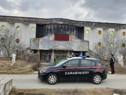 DRUENTO - Ruba neon e lampadine dallex discoteca «Ultimo Impero»: arrestata una 46enne