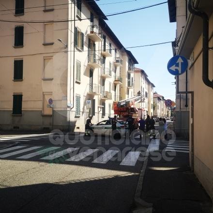 VENARIA - Infiltrazioni dal tetto: pompieri e polizia locale in via Juvarra