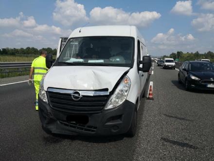 VENARIA-BORGARO - Scontro in tangenziale: tre auto coinvolte, due i feriti