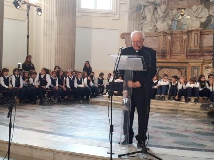 VENARIA - Larcivescovo Nosiglia in visita a SantUberto: protagoniste le scuole della città - FOTO