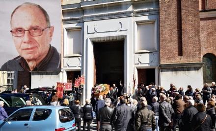 VENARIA - Tutta la Reale ha dato lultimo saluto al maestro Angelo Gagliano