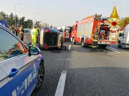 RIVOLI - Incidente in tangenziale, auto ribaltata: coinvolta attaccante della Juventus femminile